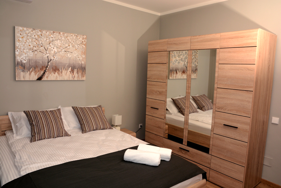 Bedroom rustic apartments to let for rent city center Cluj Napoca Platinia Residence